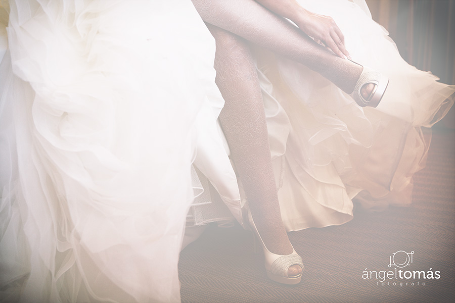 Preparativos. Ángel Tomás Fotógrafo de bodas en Córdoba. Reportajes de fotografía de boda. Profesional.