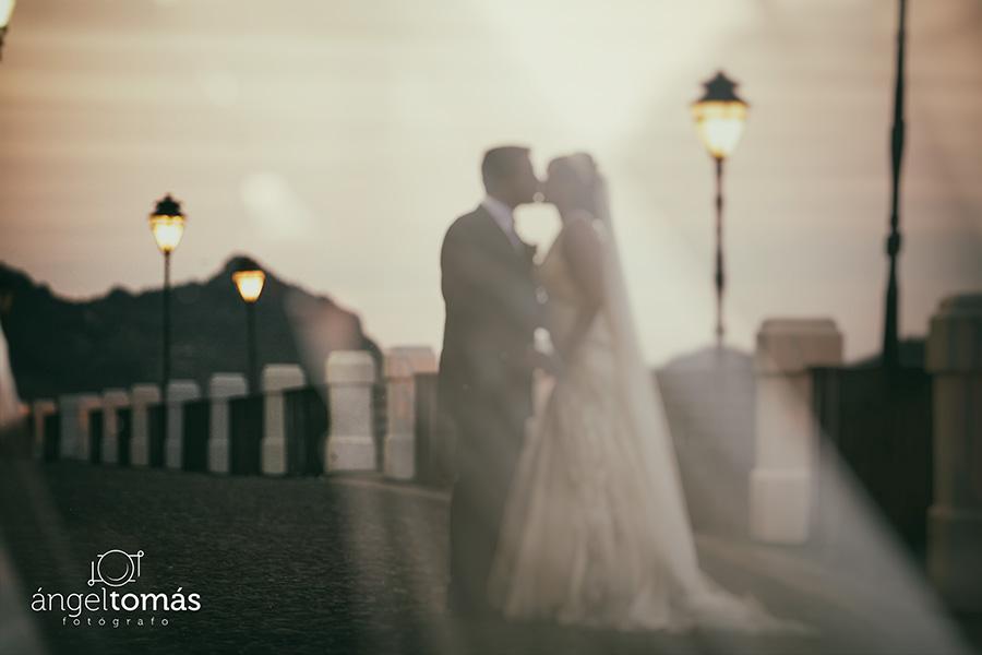 El beso. Ángel Tomás Fotógrafo de bodas en Córdoba. Reportajes de fotografía de boda. Profesional.