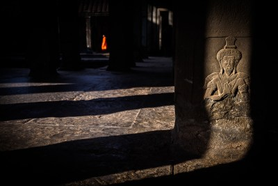 carving_at_angkor_wat