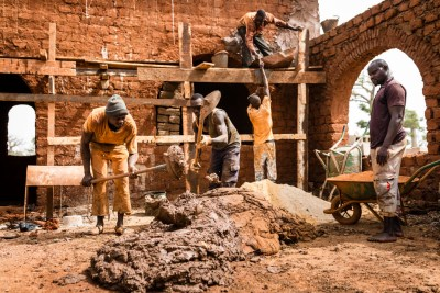Masons at work for The Nubian Vault by Régis Binard