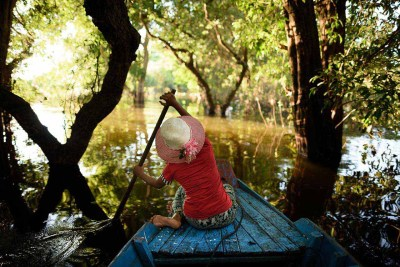 woman_in_flooded_forest_cambodia