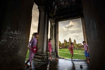 children_angkor_wat