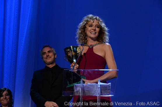 26878-Awards_Ceremony_-_Volpi_Cup_for_Best_Actress_-_V._Golino_-____la_Biennale_di_Venezia_-_Foto_ASAC