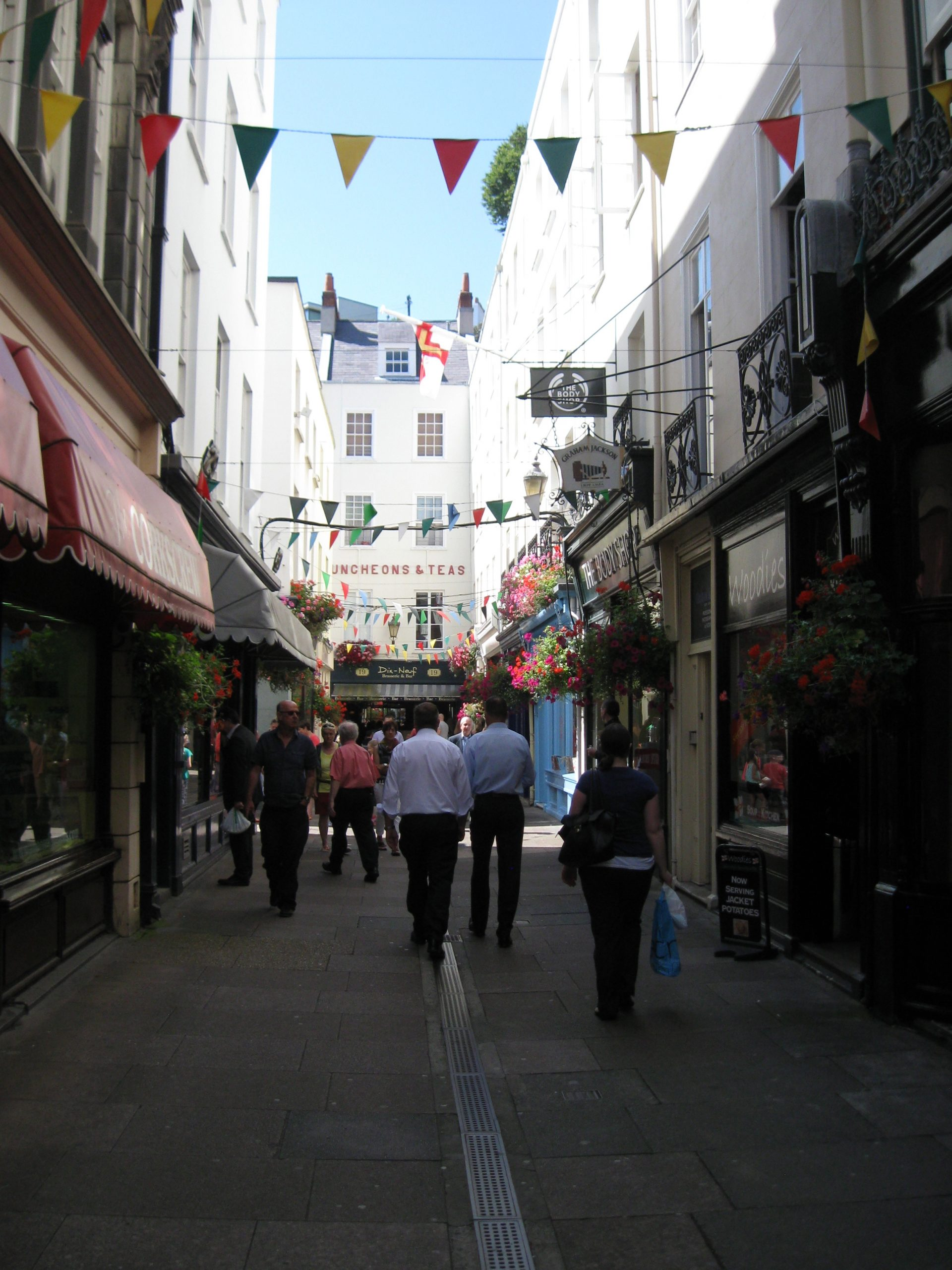 Guest Long Read Exploring World War Ii History In The Channel England Thoughts On British Electrical Outlets Anglotopianet Small Shops And Walkways Through Town Are Quite Charming There Were Many Options Available For Lunch Thanks To A Locals Advice We Settled