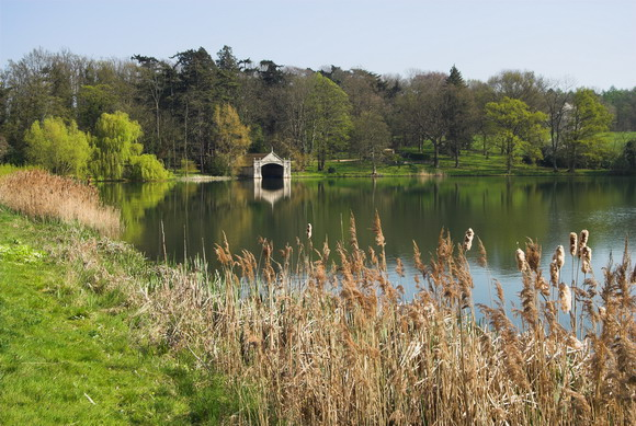 Burghley_House_Grounds,_Lake_and_Boathouse_-_geograph.org.uk_-_661507
