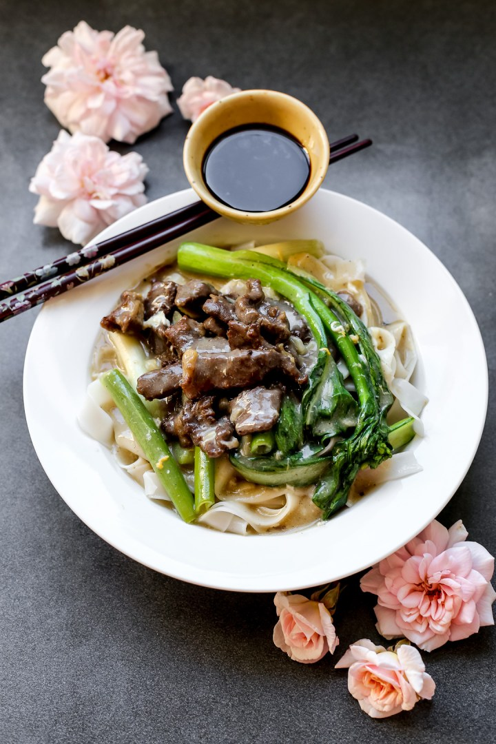 fried-beef-hor-fun-with-gravy