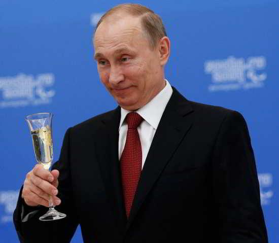 Le dirigeant russe Vladimir Poutine a été l'un des premiers dirigeants mondiaux à féliciter M. Trump
