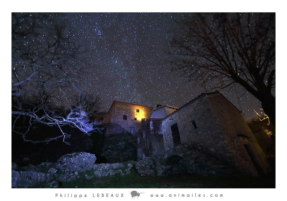 Balade nocturne dans le hameau