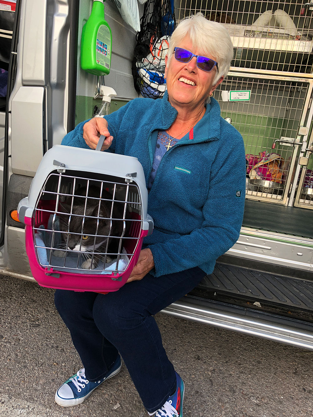 Lynne arriving with her two cats