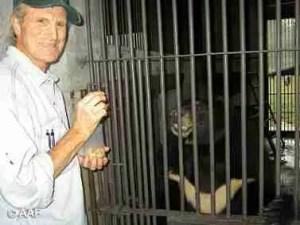 Marc Bekoff & Jasper. (Animals Asia Foundation photo)