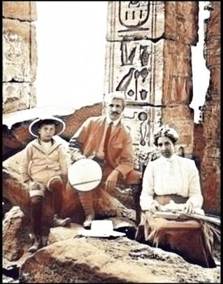 Mark Twain at pyramids