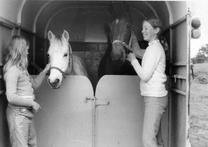 One of the first rear-facing Holmes horse trailer at work in 1967. (Photo by David Holmes.)