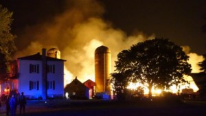 Fire that killed more than 200 dairy cows near  St. Denis-sur-Richelieu,  Quebec.  (Simon-Marc Charron/Radio-Canada photo)