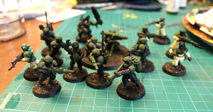 Comment peindre des cadiens warhammer ? étape 2 : rendu de l'applat vert + marron.