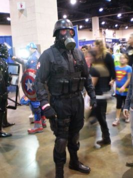 RI Comic Con 2013 - RE Hunk 001