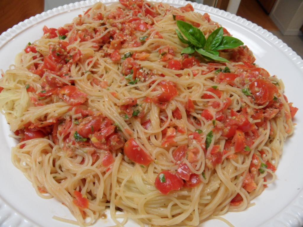 Fresh Cherry Tomato and Basil Pasta | An Inspired Kitchen