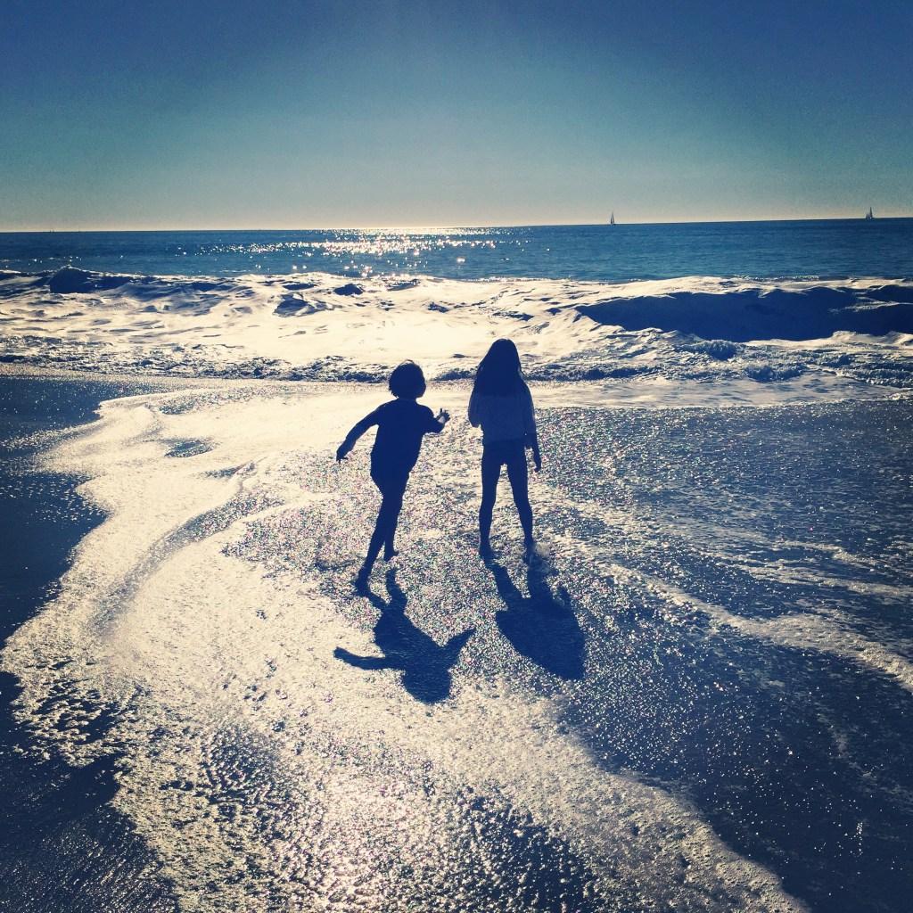 beach girls silhouette