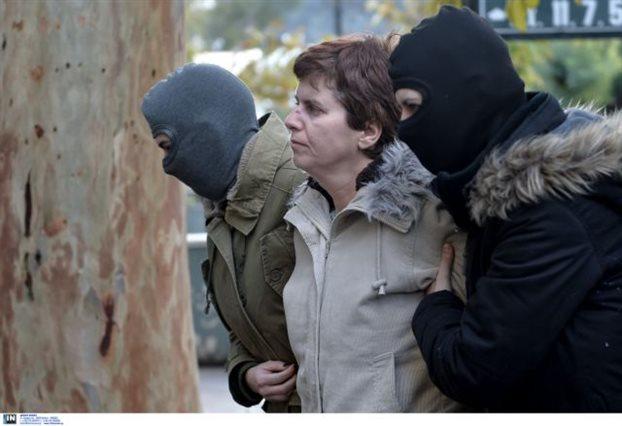 Στη ΓΑΔΑ η Πόλα Ρούπα προσπάθησε να «αρπάξει» όπλο αστυνομικού