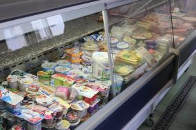 Mehr als 300 Kunden besuchen täglich allein die Ausgabestelle an der Osterlandwehr, die an sechst Tagen in der Woche ihre Pforten öffnet. Daneben gibt es sieben weitere Ausgabestellen in ganz Dortmund. Für drei Euro können sich die Kunden mit Lebensmitteln eindecken.