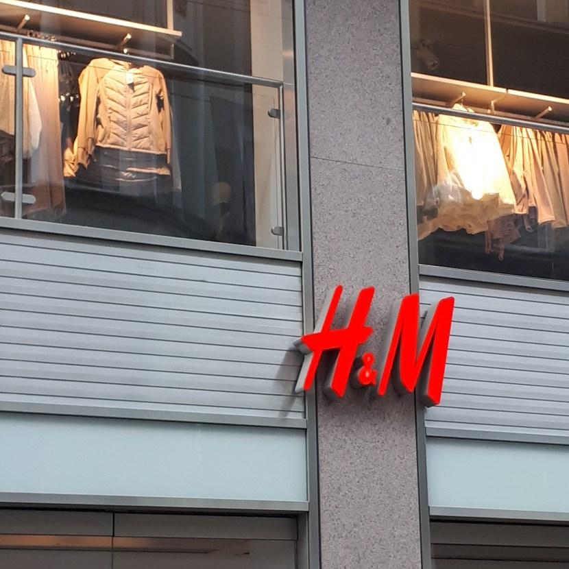H&M Entlassung 800 Stellen Mütter Elternzeit