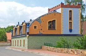 Wohnhaus im Hundertwasser-Stil in Marschwitz