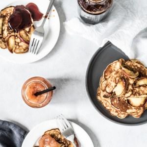 Æblepandekager med fuldkorn til morgenmad eller dessert