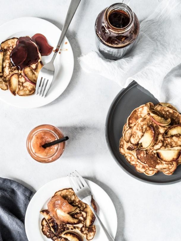 Sunde æblepandekager med fuldkorn og havregryn