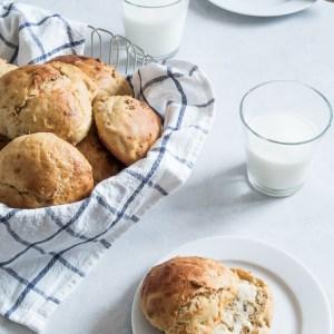 Gulerodsboller med kærnemælk og honning – bløde, luftige og saftige!