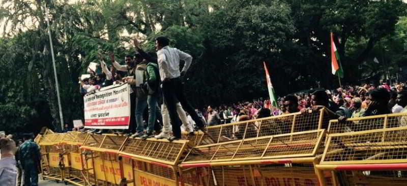 भोजपुरी भासा के मान्यता ला दिल्ली में धरना