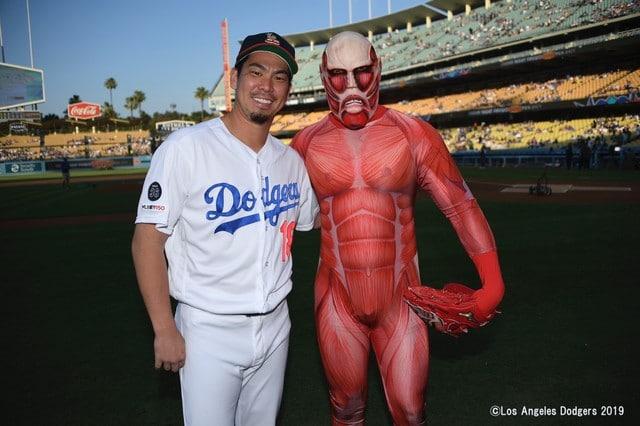 El Titán Colosal de Shingeki no kyojin invade un partido de la MLB