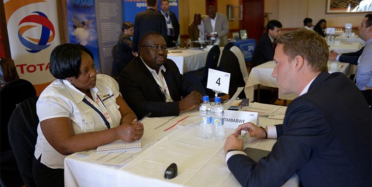 debates sobre el desarrollo de servicios aéreos en eventos como las Rutas de África a menudo se ve obstaculizada por acuerdos bilaterales fuera de la fecha