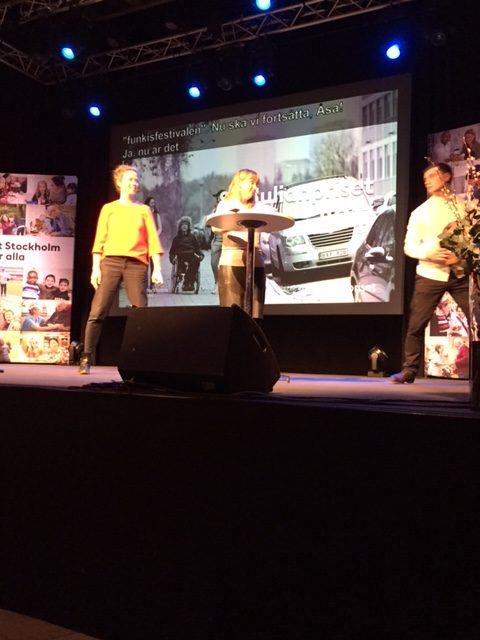 oto: Från utdelningen av årets S:t Julianpriset. Anna som konferencier med prisutdelare Åsa Lindhagen, socialborgarrråd Stockholm stad.