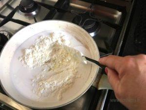 versare tutti gli ingredienti in un pentolino