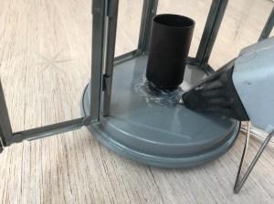 agganciate il terzo elemento del porta lampada