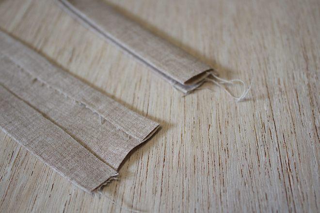 realizzate le brettelle ripiegando il tessuto come mostrato in foto