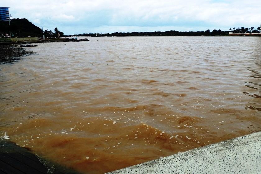 Brudna woda Slad po cyklonie Debbie