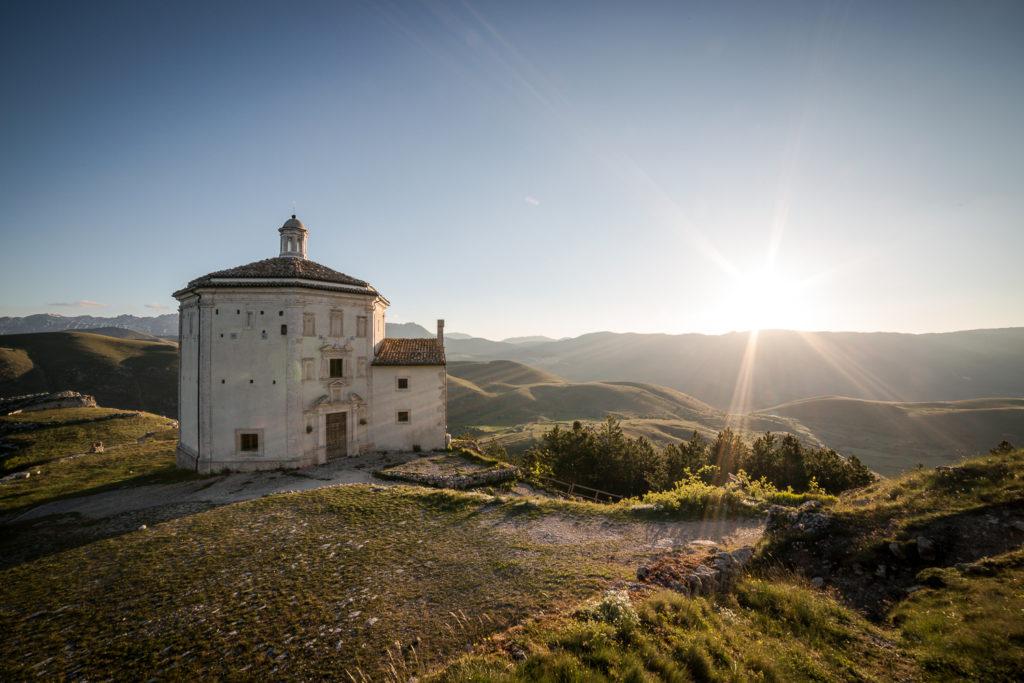 La chiesa di Santa Maria della Pietà all'alba
