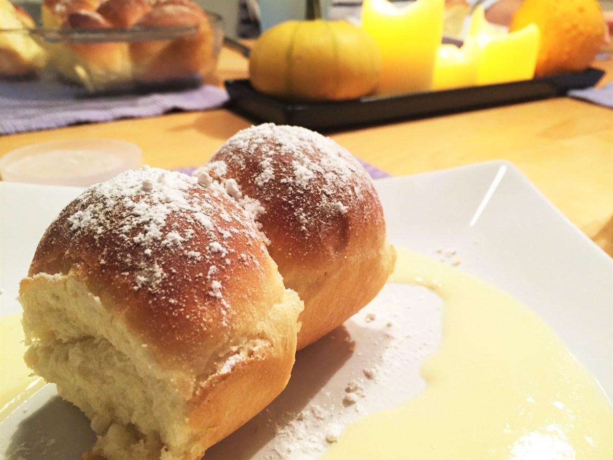 """Southtyrolean """"Buchteln"""" with vanilla sauce"""