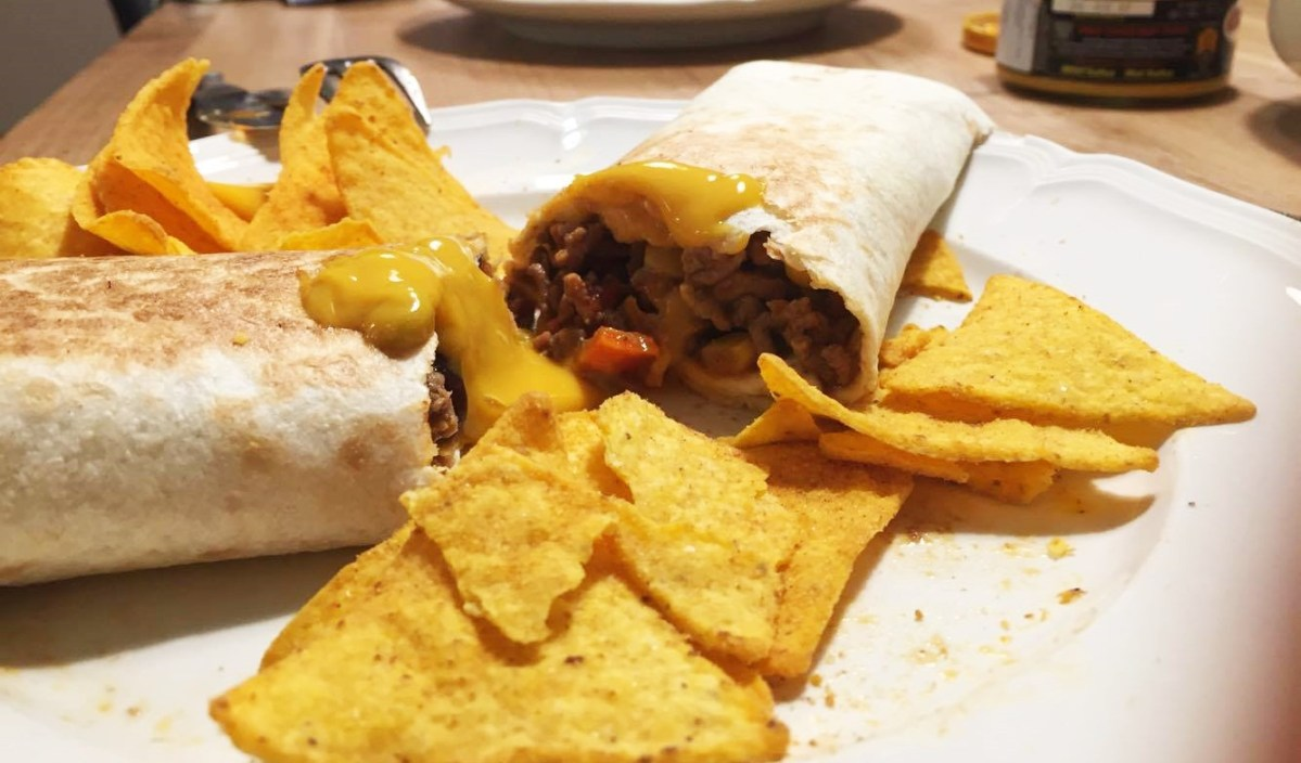 Super Easy Wraps with Chili con Carne & Vegetables
