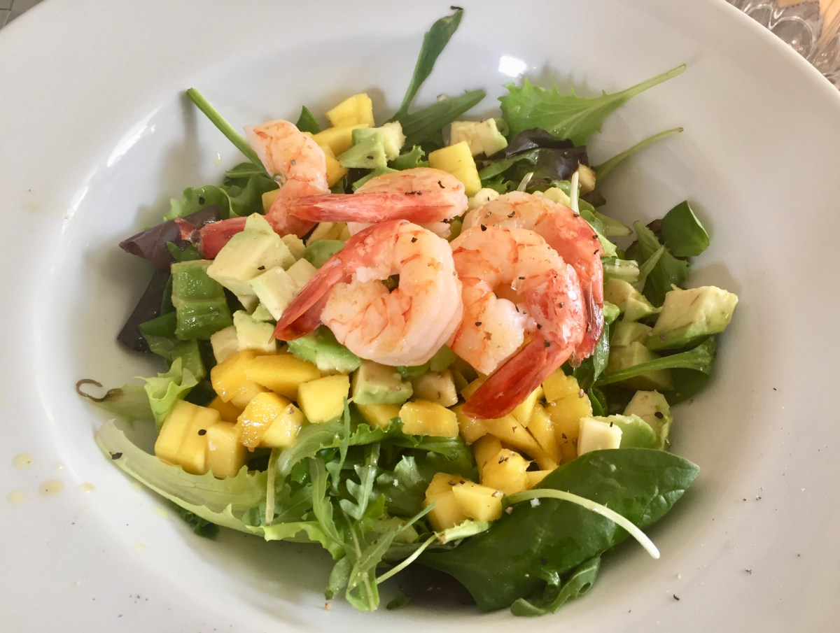 Fresh Salad with Mango, Avocado and Prawns