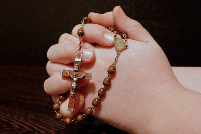 pregare con il rosario