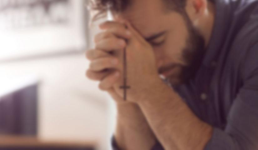 Demonio può anche far pregare