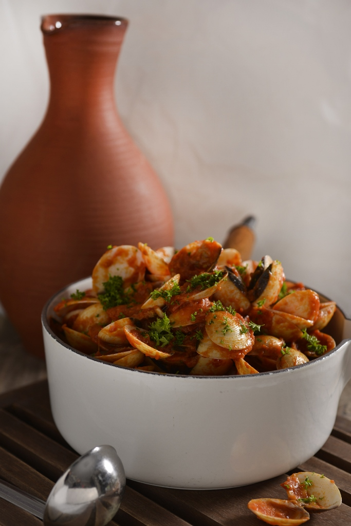 Clams in Red Chilli Sauce with Garlic & Parsley