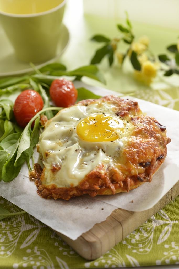 Egg & Bacon Breakfast Pizza