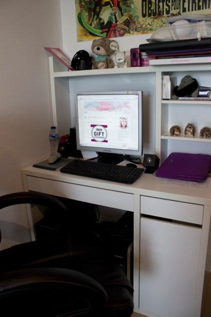My brand new desk - my little pffice.