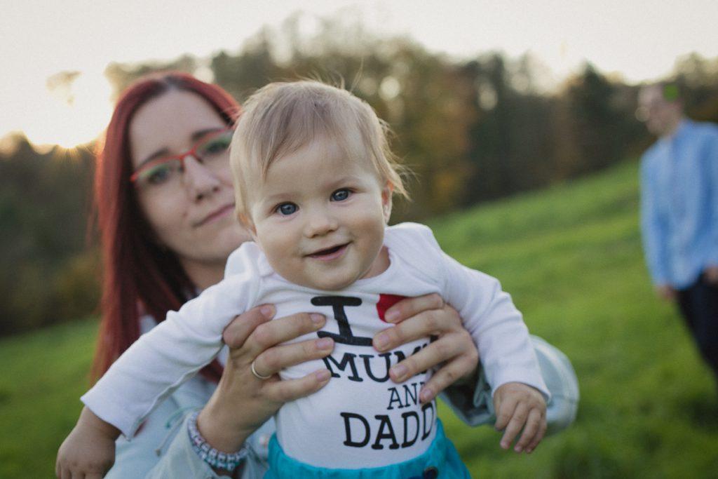 mama z dzieckiem uśmiechnięci fotografia
