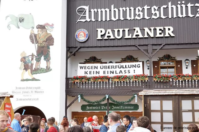 closed tents at oktoberfest munich - sign indicating that no further people can get in