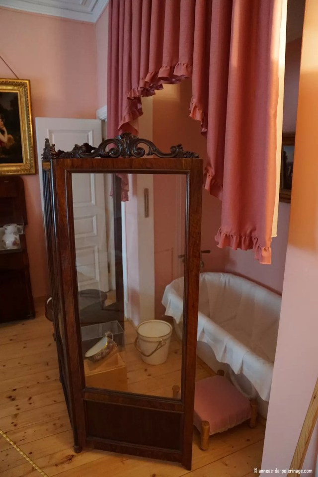 A bath tub behind a paravant at the Bathhouse Wing of the Monplaisir Palace in Peterhof, St. Petersburg