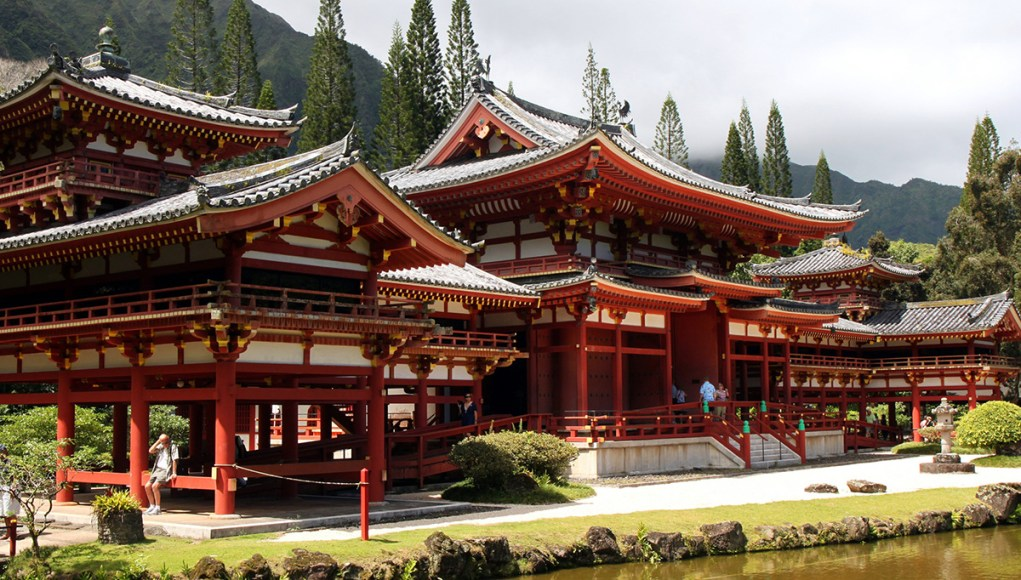 The byodo-in temple in Kyoto and its artifical pond in front