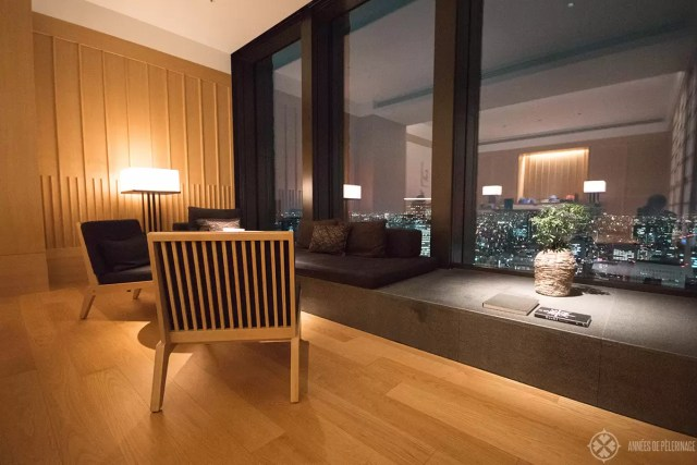THe sitting area of the premier room at the Aman Tokyo at night